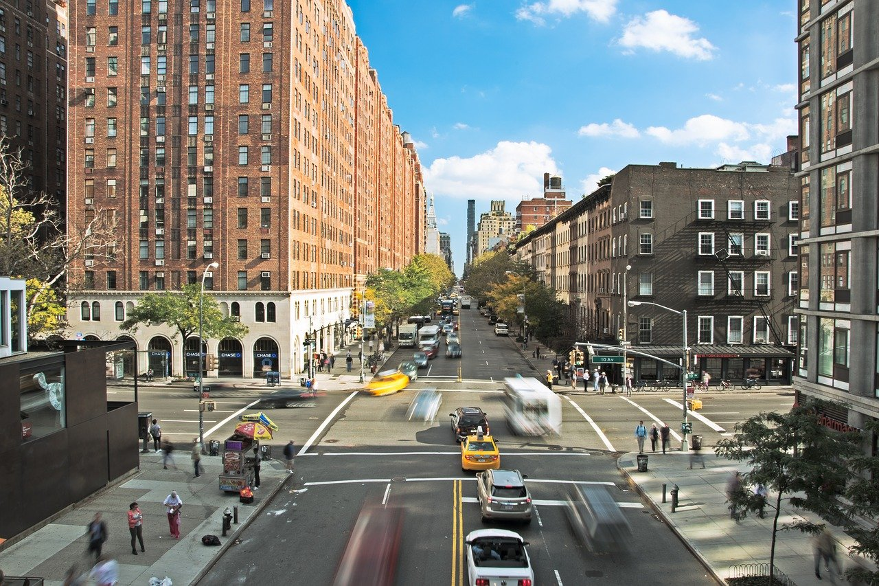 """Are Self-Driving Cars and """"Walkable"""" Cities Mutually Exclusive Goals?"""